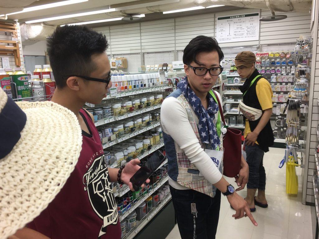 マレーシア代表と素材選びをする