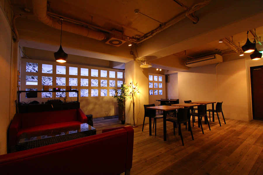 Apt Cafe.837
